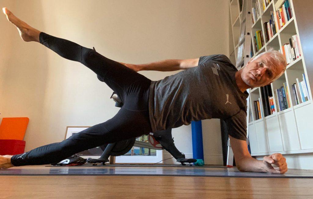 """""""Side Planking"""" im Trautmann'schen Fitnessraum © Michael Trautmann"""