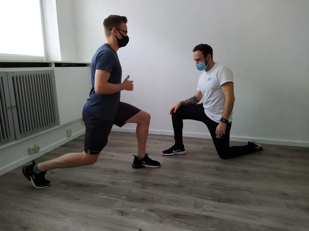 Ausfallschritte: Dürfen in keinem Reha-Workout nach einem Meniskusriss fehlen