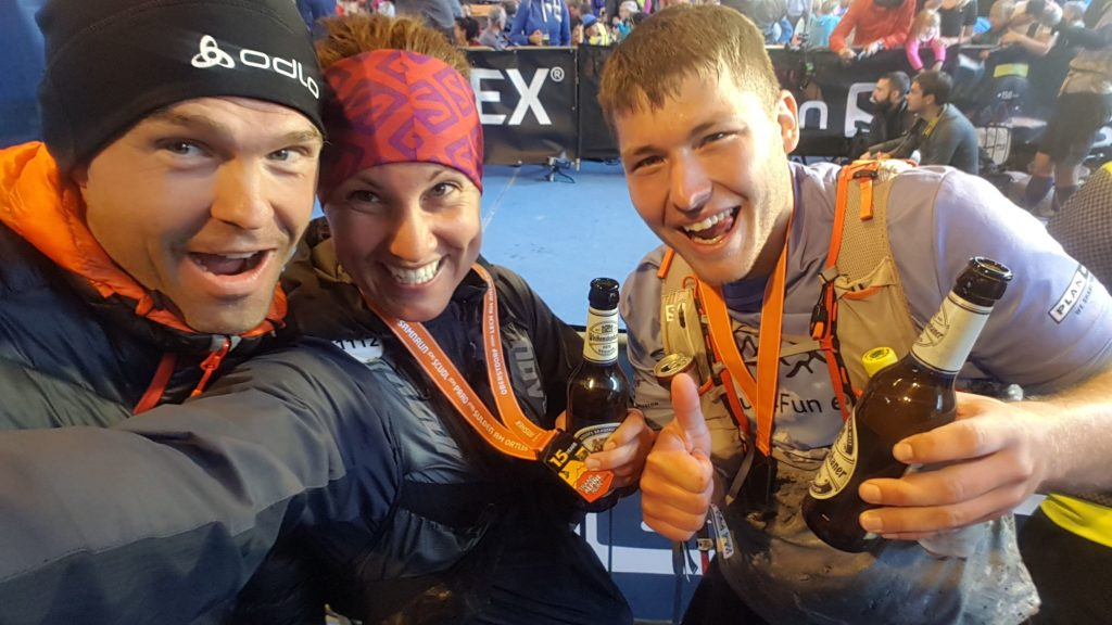 Ein Grund zum Anstoßen: Nach dem Finish des Transalpine Run 2020 über 274 km