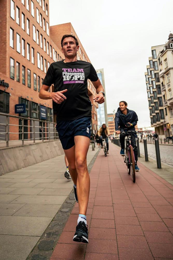 Run in der Mittagspause: Training lässt sich auch in den Arbeitsalltag integrieren © Bjørn Brzeske/Artlerauge