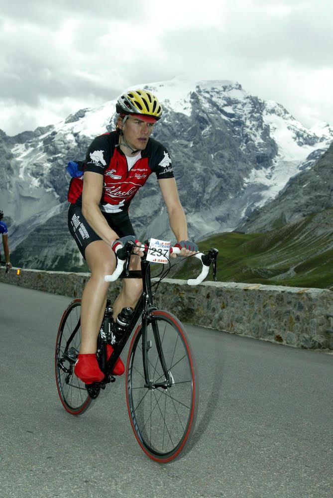 Schicker Blick auf die Berge: Benjamin bei der Tour Transalp über 800 km in 7 Etappen